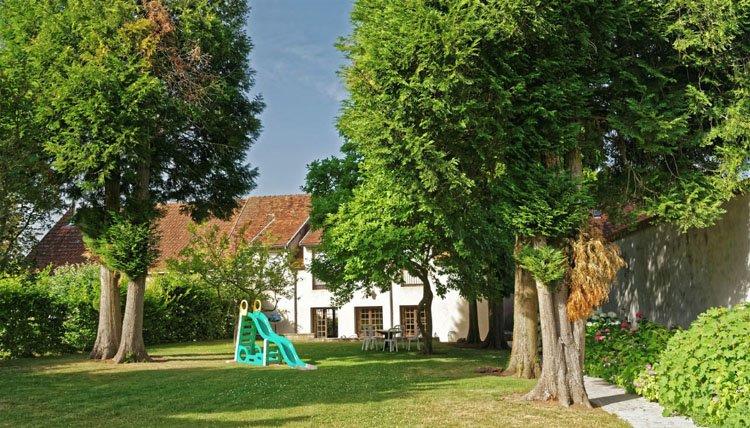 Hotel des Trois Maures Bourgogne - tuin glijbaantje