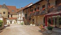 Hotel des Trois Maures Bourgogne - binnenplaats