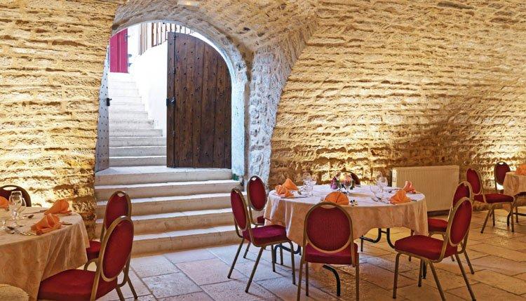 Hotel des Trois Maures Bourgogne - restaurant kelder