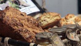 Vers brood op het food en wijn festival in het gezellige vissersplaatsje Dingle
