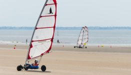 De Atlantische kust is bij uitstek geschikt om te blowkarten (strandsurfen)