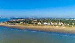 De Atlantische kust heeft uitgestrekte stranden