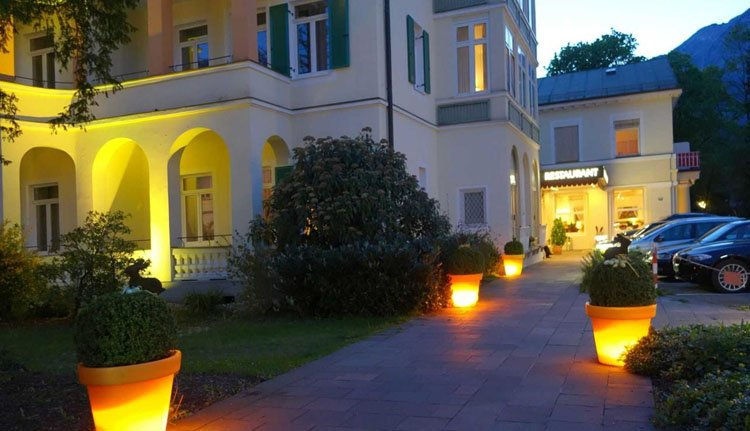 Hotel Luisenbad in de avond