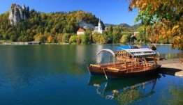 Noordwest Slovenië - bootje varen over het meer van Bled