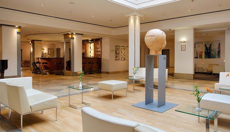 Hotel Kaiserin Augusta - prachtig ruime en stijlvolle lounge
