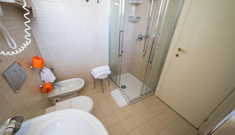 Hotel Garden Lido - 2-persoonskamer zeezicht, badkamer