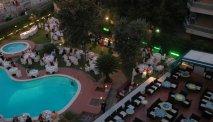 Geniet op een van de 2 heerlijke terrassen van Hotel Garden Lido