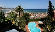 Het prachtige uitzicht op de zee en Loano vanaf Hotel Garden Lido