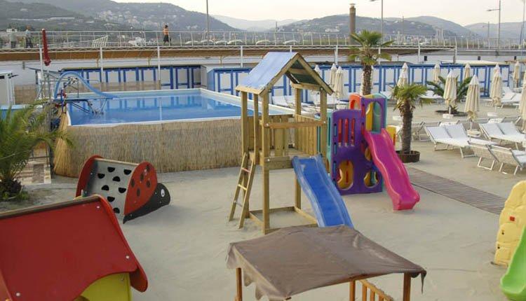 Hotel Garden Lido - kinderbad en speeltuin op het strand