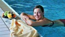 Ontspannen in het zwembad van Hotel Lahnblick