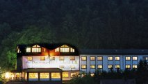 Panorama hotel Lahnblick in de avond