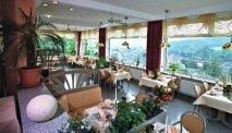 Kies voor gemak en schuif lekker aan in het restaurant van Panoramahotel Lahnblick, met spectaculair uitzicht!