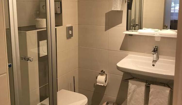 Hotel Schöne Aussicht - badkamer