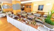 Een uitgebreid ontbijtbuffet mag in Hotel Lovec niet ontbreken