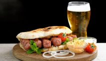 Lekker eten en drinken in de pub van Hotel Lovec