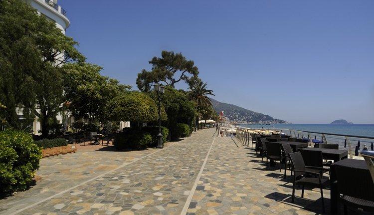 Hotel Mediterranee grenst aan de boulevard van Alassio
