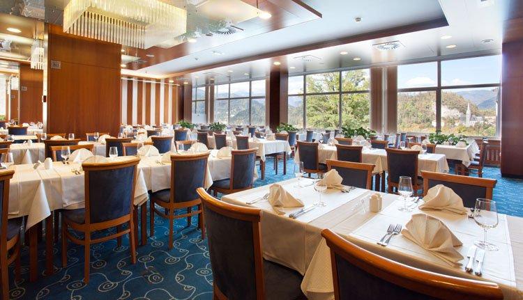 Schuif heerlijk aan bij het restaurant van Hotel Golf