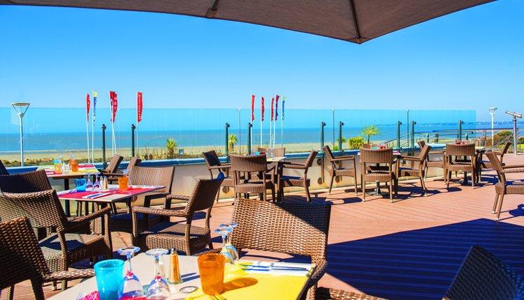 Hotel du Béryl St. Brevin ligt direct aan het strand. Heerlijk om een terrasje te pakken natuurlijk!