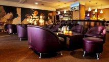 Lekker met een krantje en een koffie in de lounge van Hotel du Béryl St. Brevin