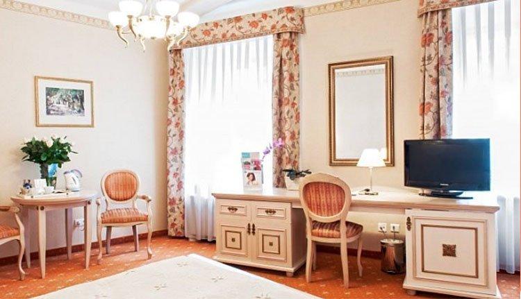 Hotel Amadeus - 2-persoonskamer met bureau en zitje