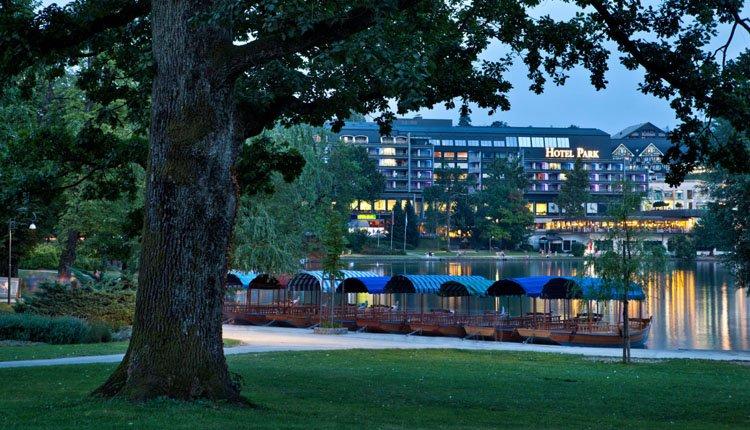 Hotel Park Bled - de bootjes liggen klaar voor mooie tochten over het meer van Bled