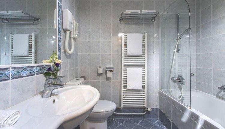Hotel Park Bled - 2-persoonskamer meerzicht, badkamer