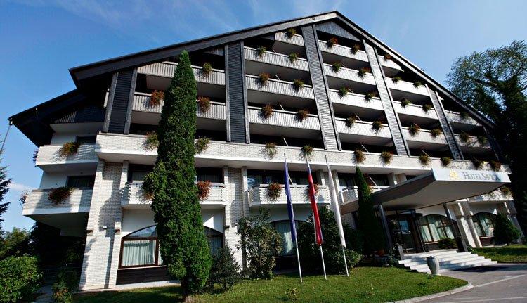 De entree van Hotel Savica in Bled