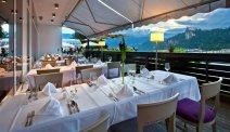 Culinair genieten op het terras op een warme avond bij Hotel Kompas