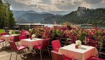 Hotel Kompas met een fantastisch terras aan het meer van Bled