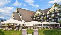 De grote tuin van Hotel Kompas