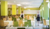 De gedekte tafels staan voor u klaar in Hotel Lucija