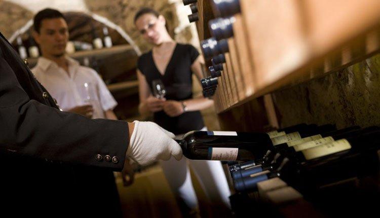 Proef heerlijke wijnen uit de kelder van Hotel Grad Mokrice