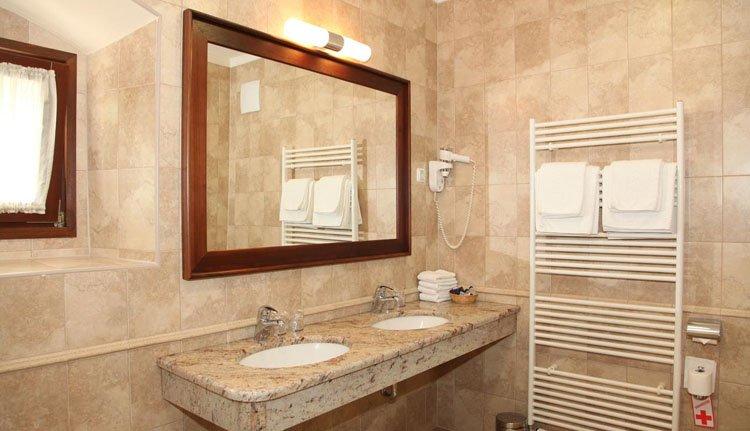 Hotel Grad Mokrice - badkamer