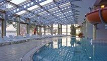 Zwembaden met glijbanen bij Hotel Histrion