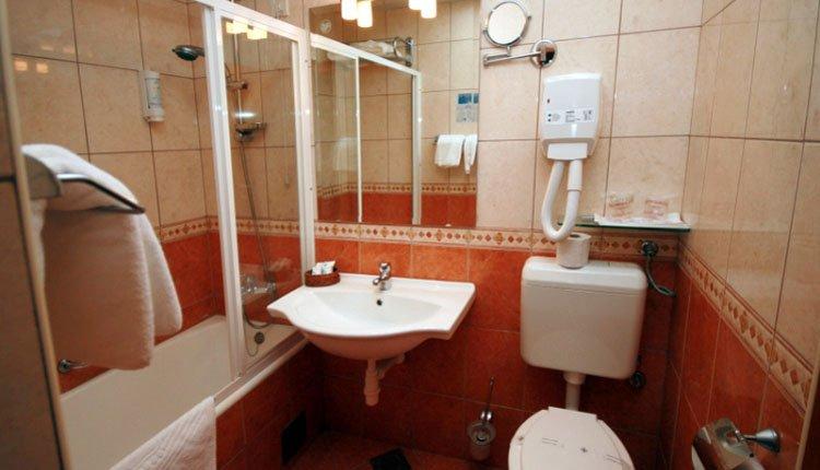 Hotel Selce - 2-persoonskamer met parkzicht, badkamer