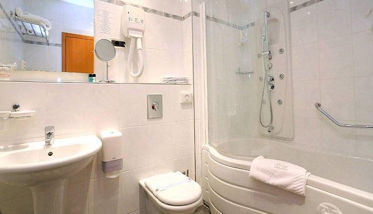 Hotel Marina - 2-persoonskamer balkon zeezicht, badkamer