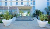 De uitnodigende entree van Hotel Holiday