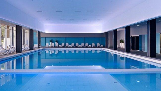 Hotel Park Plaza Belvedere beschikt over een verwarmd indoor zwembad