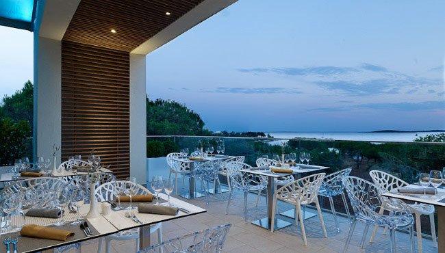 Kijk naar de zonsondergang op het terras van Hotel Park Plaza Belvedere