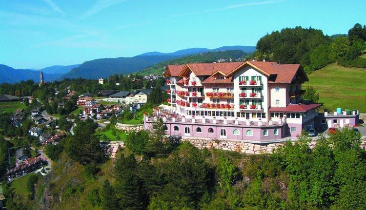 Banner Hotel Lagorai, Cavalese - Dolomieten - Italië
