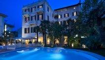 Hotel Parma e Oriente - zwembad in de avond