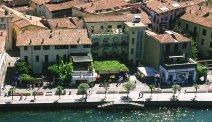 Hotel Milano ligt direct aan het Iseomeer