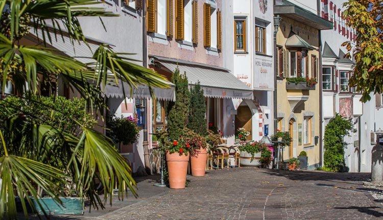 Hotel Seppi ligt in een gezellig straatje