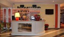 Eeven nagenieten aan de bar van Hotel Puccini