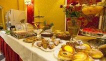 Start de dag met een lekker ontbijtbuffet bij Hotel Puccini