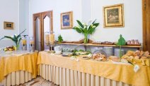 Elke morgen staat er een heerlijk ontbijtbuffet klaar bij Hotel Silla