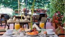 Hotel Silla heeft een schitterend dakterras om van het ontbijt te genieten