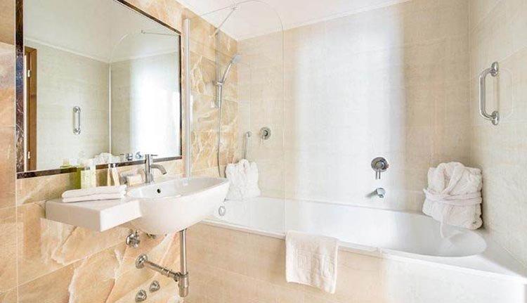 De luxe badkamer in Hotel Silla