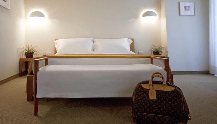 Heerlijk overnachten in een comfortabele tweepersoonskamer in Hotel Tiferno