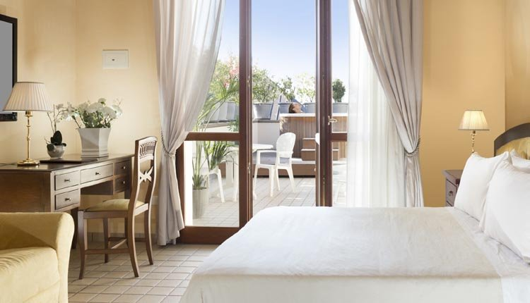 De kamers van Hotel Alexia Palace zijn van alle gemakken voorzien